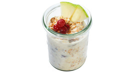Bircher muesli with apple & berries