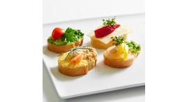 Kanapee III: mit vegetarischen Frischkäsecremes oder Schnittkäse