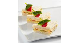 Mini-Tramezzino III: mit vegetarischen Frischkäsecremes oder Schnittkäse