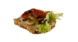 Canapés mit Antipasti mit getrockneten Tomaten (vegan)