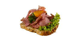 Canapés mit Roastbeef & Remouladensauce